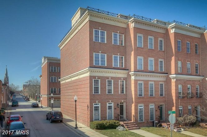 Million dollar monday five story luxury federal hill for Elevator townhomes